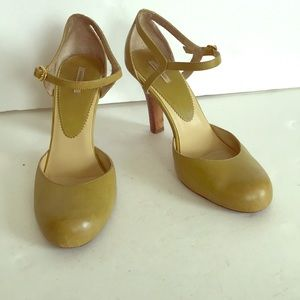 Max Studio olive green leather shoes